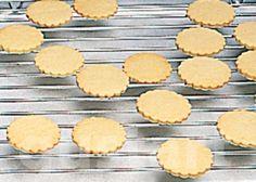 Lajos Mari konyhája - Alaprecept – Linzertészta Hungarian Recipes, Macaroons, Biscuits, Cookies, Bourbon, Cake, Fondant, Christmas, Food