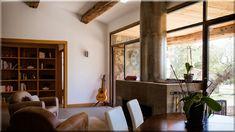Kandalló a nappaliban Modern designbútorok a szobában     Mediterrán enteriőr     Modern lakás     Modern designbútorok a lakásban Decor, Furniture, Room, Windows, Home Decor, Room Divider, Divider