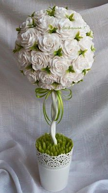 CreativeMamy fényképe. Handmade Flowers, Diy Flowers, Flower Decorations, Handmade Crafts, Paper Flowers, Diy And Crafts, Topiary Centerpieces, Diy Y Manualidades, Gift Bouquet