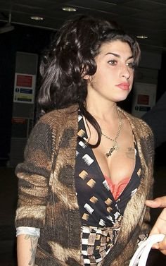 Amy Pic Posting for Fun! - Page 1007 - Anything Amy - Amy Winehouse Forum - Page 1007 Amy Winehouse Music, Amy Winehouse Style, Amy Winehouse House, Jazz, Jimi Hendricks, Amazing Amy, Jackson, Star Wars, Virgo