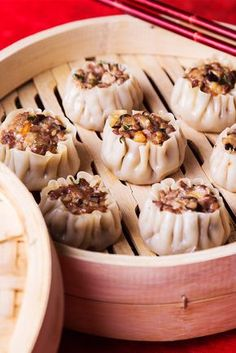 Pork and Shrimp Shumai Master the prettiest dumplings you'll ever serve your guests. Siomai, Steamed Buns, Dumpling Recipe, Asian Cooking, Dim Sum, Asian Recipes, Indonesian Recipes, Orange Recipes, Light Recipes