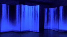 おはようございます。 今日は千住博さんの誕生日。 今朝は千住博さんの香港での2013年の個展「Day Falls / Night Falls」の動画を選びました。日本画のスタイルをとりつつ、斬新な技法で新しい日本画の世界を生み出す千住博さん、特に有名な「滝」の作品群。ぜひ訪れてみたいと思っていた軽井沢の千住博美術館にも、昨年夏に行くことができました。