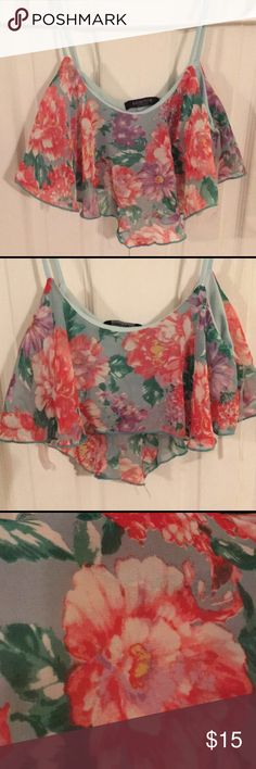 TOPSHOP floral crop top TOPSHOP floral crop top! Solemio distributer of TOPSHOP, Los Angeles. Super cute, light weight, with built in tube top material under floral print material. Worn once! Comment with any questions! Topshop Tops Crop Tops