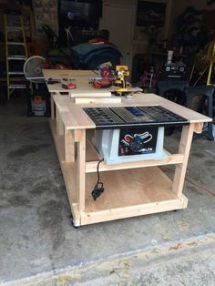 Work bench - Woodworking creation by Boone's Woodshed - WoodworkingWeb #coolwoodwork #woodworkingbench
