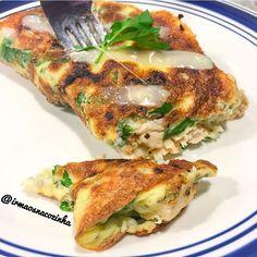 """""""Jantar de domingo: Crepioca com recheio de frango e queijo cottage!! Dessa vez mudei a receita que sempre faço e  acrescentei alguns ingredientes para…"""""""