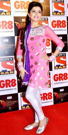 Rubina Dilaik from 'Jeanie Aur Juju' on the red carpet of 'SAB Ke Satrangi Parivaar Awards'. #Style #Bollywood #Fashion #Beauty