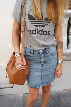 Most tips to choose a denim gown will be dependent your personal form, but this very easy stylish wardrobe. Denim Skirt Outfit Winter, Denim Skirt Outfits, Cool Outfits, Summer Outfits, Casual Outfits, Lancaster, Adidas Superstar Outfit, Mode Adidas, Adidas Fashion