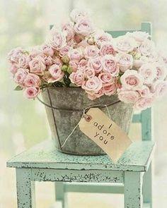 """Di """"TE QUIERO"""", aunque no sea un día señalado #love #amor #detalles #luz#light #flores #flowers #color #chic #romantico #decoration #deco #picoftheday #trucosparadecorar"""
