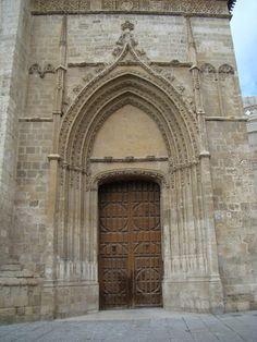 La Catedral de Palencia.Puerta de los Novios