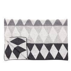 News Lovely Market - Plaid graphique gris, Hübsch - Plaid graphique, Hübsch. Plaid Gris, Plaid Laine, Grey Throw Blanket, Contemporary Fashion, Diamond Pattern, Scandinavian, Tapestry, Colours, Quilts