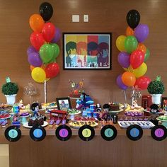 Best Ideas about Beatles Party Beatles Birthday Party, 70th Birthday Parties, Birthday Party Decorations, 60s Party, Party Time, Festa Yellow Submarine, Festa Rock Roll, Bento, Cookie Decorating Party