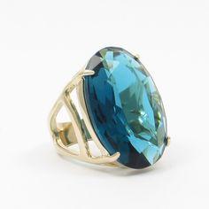 Anel Oval com banho de Ouro 18K e Cristal Azul Escuro. COMPRE AQUI: http://bberry.com.br/colecoes/casual/anel-oval-cristal-azul-escuro.html