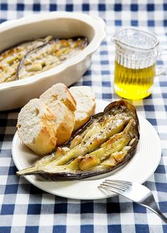 Pečením se chutě česneku, baklažánu a olivového oleje dokonale prolnou a vytvoří úžasnou šťávu; Mona Martinů
