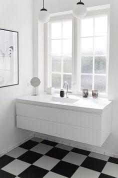 Sort hvid badeværelse