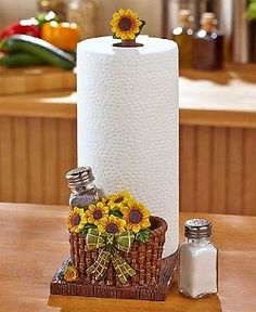 Paper Towel Holder Salt Pepper Shakers Set Grape Sunflower Country Kitchen Table These Paper Towel with Salt & Pepper Shaker Holder Sets are functional Sunflower Themed Kitchen, Sunflower Kitchen Decor, Country Kitchen Tables, Western Kitchen, Decor Scandinavian, Home Fix, Kitchen Decor Themes, Kitchen Ideas, Paper Towel Holder