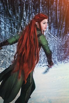 Tauriel cosplay by starparticles (Starbit cosplay) Fantasy Words, High Fantasy, Elves Fantasy, Fantasy Warrior, Queen Aesthetic, Aesthetic Art, Mythological Creatures, Mythical Creatures, Fabulous Beasts