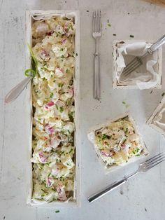 Perunasalaatti on yksi suosikkisalaateistani, jonka makuun ihastuin jo nuorena tyttönä. Ihastus on jatkunut ja perunasalaattiperinne on hiipinyt koko perheen suosioon. Valmistan perunasalaattia usein juhlien tarjottaviin, mutta se on mainio salaatti myös arkeen. Perunasalaatti valmistuu helposti yksinkertaisista raaka-aineista ja siihen voi laittaa melkeinpä mitä milloinkin vain jääkaapista sattuu löytymään. Kun pääsin kaupalliseen yhteistyöhön Crème Bonjourin...Read More Grilling Recipes, Cooking Recipes, Humble Potato, No Bake Cake, Summer Recipes, Gluten Free Recipes, Food Inspiration, Love Food, Feta