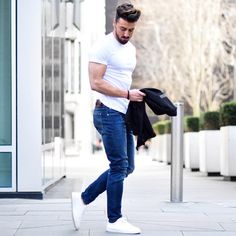 "9,077 Likes, 112 Comments - Rowan Row (@rowanrow) on Instagram: ""Such a wonderful day today in London ☀️ Fresh jeans from Lee @leejeanseurope Have a nice evening…"""