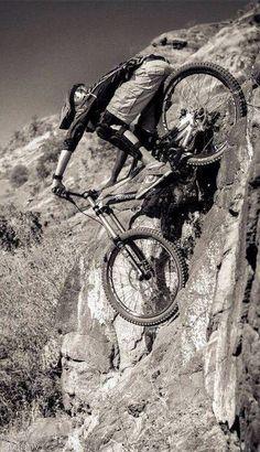 Discesa in parete praticamente verticale! #MTB - down on the vertical wall in mtb