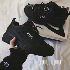 Sneakers shoe fever is still a trend among young people. Updated, there were a FILA brand sneakers that were hit and used a lot. Sneakers Fashion, Fashion Shoes, Girl Fashion, Ootd Fashion, Shoe Boots, Shoes Heels, Sock Shoes, Lit Shoes, Pumps