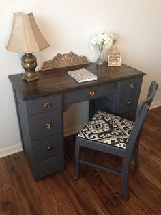Shay does a great job of refinishing this desk & chair ShayRenovation: Grey Desk. Shay does a great job of refinishing this desk & chair Wood Bedroom Furniture, Refurbished Furniture, Repurposed Furniture, Furniture Projects, Painted Furniture, Furniture Stores, Furniture Chairs, Painted Desks, Desk Chairs