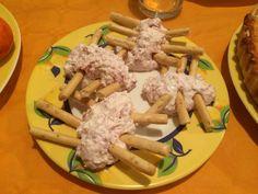 Cheese dip bugs with ham. Bichos de Cremoso de queso y jamón serrano. Halloween food