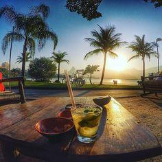 Você atrai as melhores coisas do mundo quando está em #paz! Nosso #bomdia começa com essa vista linda da #Lagoa, click da @isisfariaamakeup!