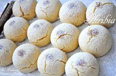 Un petit gâteau sablé bien connu dans plusieurs pays sous différents noms, un biscuit fondant et croquant en même temps, qui accompagne très bien le café au lait du petit déjeuner de l'Aid. J'ai modifié cette ancienne recette que ma mère a l'habitude...