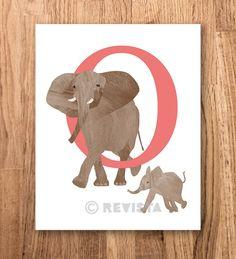 O is van olifant, Download om te printen, Kinderkamer poster, Baby naam, Dieren print, Nederlands alfabet, Safari poster.  Verkrijgbaar via Etsy. Ontwerp: Revista