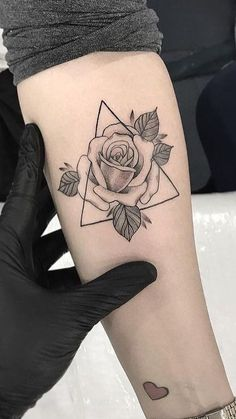 30 Wonderful Rose Tattoo Designs for Girls # - diy tattoo images - Atemberaubende Tattoo Models Mini Tattoos, New Tattoos, Body Art Tattoos, Tatoos, Female Tattoos, Sleeve Tattoos, Tattoo Designs For Girls, Tattoo Girls, Girl Forearm Tattoos