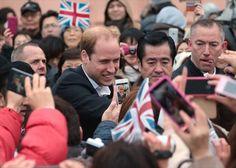 石巻市の日和山公園を訪れ、地元の人たちと握手するウィリアム王子=1日午前10時55分ごろ(写真部・庄子徳通撮影) ▼2Mar2015河北新報|英王子「私も大切な母亡くした」石巻など訪問 http://www.kahoku.co.jp/tohokunews/201503/20150302_13013.html #Prince_William_Duke_of_Cambridge #Ishinomaki_Miyagi