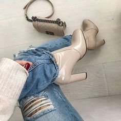 Nude must have (via: @despinapetric) #SanteGirls #SanteFW1617 Available in stores & online (SKU-93971): www.santeshoes.com