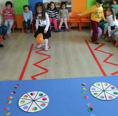 Team building is an important quality that needs to be vaccinated in childhood. Team building activities or games are interesting and constructive ways to help children understand teamwork, cooperation, brotherhood and develop communication. Gross Motor Activities, Gross Motor Skills, Group Activities, Indoor Activities, Toddler Activities, Preschool Activities, Movement Activities, Fun Games, Games For Kids