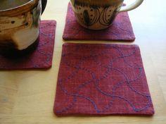 日本伝統の刺繍技法 刺し子を用いたコースター 1枚サイズ:10cmx10cm素材:綿(布糸とも)色:茜色x紺色糸昔から受け継がれてきた伝統模様を普段の生活の中...|ハンドメイド、手作り、手仕事品の通販・販売・購入ならCreema。