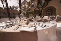 Elegant rustic Wedding Table Decoration photo: courting whale pictures wedding planner: weddings in split