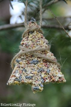 Birdseed ornaments recipe - the birds will flock to your yard!  Fun to make with the kids. eclecticallyvintage.com