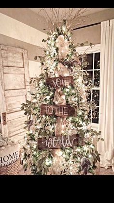 Joy To The World Wood Tree Signs Christmas Tree Decor ! freude an der welt holz baum zeichen weihnachtsbaum dekor Joy To The World Wood Tree Signs Christmas Tree Decor ! White Christmas Trees, Christmas Tree Themes, Noel Christmas, Christmas Wreaths, Burlap Christmas, Elegant Christmas, Father Christmas, Modern Christmas, Simple Christmas