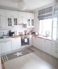 30 Designs Perfect for Your Tiny Kitchen White Kitchen Cabinets Designs Kitchen kitchencabinetskitchenrugskitchenide Perfect Tiny New Kitchen, Kitchen Dining, Kitchen Decor, Kitchen Cabinets, Kitchen White, Kitchen Modern, Kitchen Sink, Kitchen Ideas, Kitchen Small