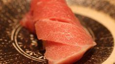 「鮨Yoshitake」三文鱼寿司。2014米其林★★★ 主厨吉武正博技法熟练,31年修行继承了江户传统,调味也别具特色。