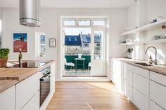 FINN – MAJORSTUEN - Lys og attraktiv toppleil. - Solrik/vestvendt balkong på 6,6m² - 2peis -Totaloppusset bad og kjøkken i 2015