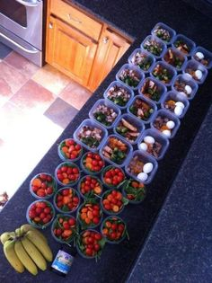 "how to prep for a week of healthy eating - no instructions on how to pack these. but excellent idea to pack your breakfast, lunch & snack so you don't have the ""I forgot my healthy lunch"" excuse Think Food, Love Food, Healthy Snacks, Healthy Recipes, Lunch Snacks, Eat Healthy, Kid Lunches, Kid Snacks, School Lunches"
