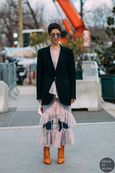 Paris FW 2018 Street Style: Yasmin Sewell - 2020 Fashions Womens and Man's Trends 2020 Jewelry trends Street Style 2017, Street Style Edgy, Street Chic, Street Styles, Fashion 2018, Star Fashion, Womens Fashion, Fashion Editor, Fashion Models