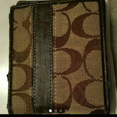 Used a couple of times. In excellent condition besides the lil bit of peeling on leather see pic 4 Coach Bags Wallets Coach Wallet, Coach Bags, Wallets, Couple, Times, Brown, Leather, Purses, Brown Colors
