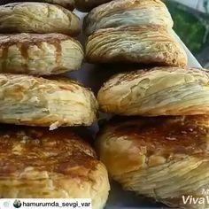 """2,002 Beğenme, 38 Yorum - Instagram'da Havva Koçak💐 (@havvanin_mutfagindan): """"Nefis bir kete tarifi 👌 @hamurumda_sevgi_var 👍 ❤Ketemmmm❤Tarif: 1subardagı süt ,1su bardağı…"""" Hot Dog Buns, Ham, Brunch, Food And Drink, Cooking Recipes, Sweets, Bread, Baking, Breakfast"""