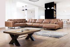 Moderne en diepe lounge hoekbank Genadi met voorzetkussens en diepe zit. In alle afmetingen leverbaar als bank of als hoekbank. Bekijk de mogelijkheden.