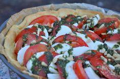 Tarte tomate mozarella au pesto de roquette Wine Recipes, Gourmet Recipes, Slow Food, Caprese Salad, Vegetable Pizza, Favorite Recipes, Quiches, Hui, Voici