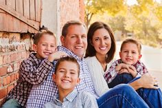 click the pic to see lots of photography inspiration for Family pictures with three boys, posing and location