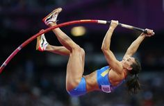 Russia's Yelena Isinbayeva competes during the women's pole vault final at the London 2012 Olympic Games Summer Games, Winter Games, Football Rivalries, Heptathlon, Pole Vault, Pose Reference Photo, Going For Gold, Dynamic Poses, England And Scotland