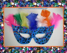 Masque loup bleu à paillette et plume réalisée par Soline 3ans pour faire le carnaval chez nounou. gabarit du masque à imprimer sur mon blog