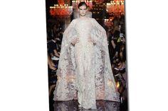 As noivas da alta-costura: das passarelas parisienses para o altar - Vogue | Alta-costura Paris inverno 2015